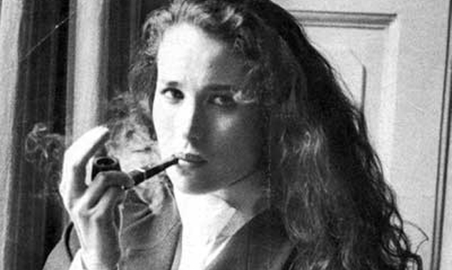 Andie MacDowell – Puffing the pipe